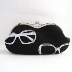 sunglasses case -sunglasses on black linen - snap case- frame purse